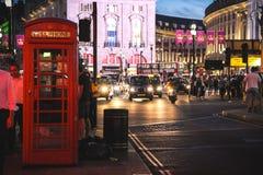 皮卡迪利广场在晚上,伦敦 免版税库存图片