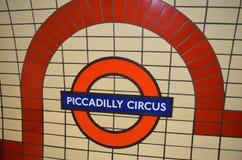 皮卡迪利广场地铁车站的标志 库存照片