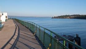 皮吉特湾看法从Edmonds金斯敦轮渡的在西雅图华盛顿美国 库存照片