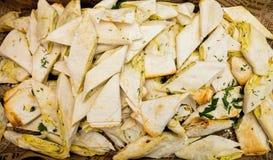 皮塔饼面包开胃菜在自助餐桌上的 免版税库存图片