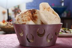 皮塔饼面包,被发酵的小面包干,阿拉伯面包,黎巴嫩面包 库存图片