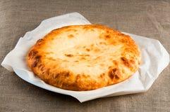 皮塔饼面包, calzone薄饼,在亚麻制织品的lavash 库存图片