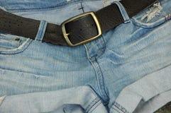 皮带扣斜纹布短裤 库存图片