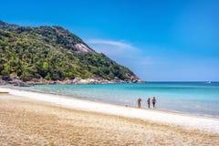 皮带Nai的未认出的游人批评亚伊海滩 库存图片