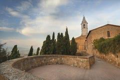 从皮恩扎,托斯卡纳,日出的意大利的教会 免版税库存图片