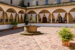 皮恩扎, TUSCANY/ITALY - 5月18日:现在老女修道院饼的一家旅馆 免版税库存图片