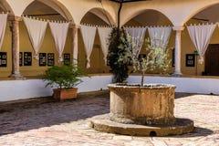皮恩扎, TUSCANY/ITALY - 5月18日:现在老女修道院饼的一家旅馆 库存图片