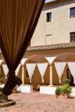 皮恩扎, TUSCANY/ITALY - 5月18日:现在老女修道院饼的一家旅馆 库存照片