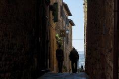 皮恩扎- TUSCANY/ITALY, 2016年10月30日:未定义人在皮恩扎美丽的老和中世纪镇, Val D ` Orcia 免版税库存图片