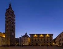 皮斯托亚在蓝色小时,托斯卡纳,意大利主教座堂广场  免版税图库摄影