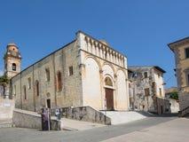 皮耶特拉桑塔小镇在有圣的Agosti托斯卡纳大广场 免版税图库摄影