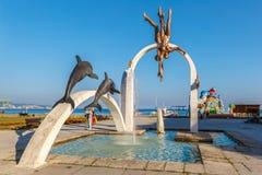 皮聪大,阿布哈兹, 2017年9月23日:著名雕刻的构成`在皮聪大晚上的中心部分的海` 免版税库存照片