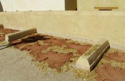 皮肤在屋顶被烘干在皮革厂quartier在摩洛哥 免版税库存照片