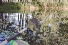 皮船和桨的前方 库存照片