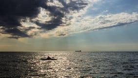 皮船在意大利海 免版税库存图片