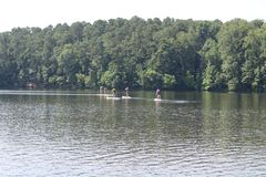 皮艇喜欢在湖 免版税库存照片