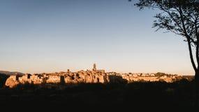 皮蒂利亚诺,在凝灰岩岩石建设的镇,是一个多数花花公子 免版税图库摄影