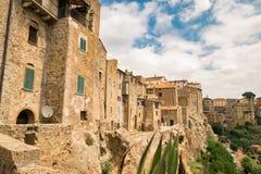 皮蒂利亚诺,在凝灰岩岩石建设的镇,是一个多数花花公子 库存照片