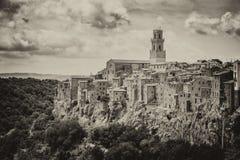皮蒂利亚诺,在凝灰岩岩石建设的镇,是一个多数花花公子 库存图片