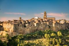 皮蒂利亚诺,在凝灰岩岩石建设的镇,是一个多数花花公子 图库摄影