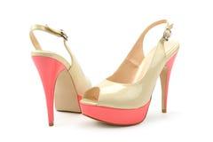 皮革专利s穿上鞋子妇女 图库摄影