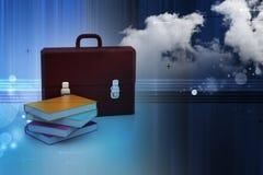 皮革公文包和书 免版税库存照片