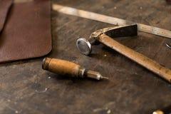 皮革制作的工具 库存图片
