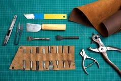 皮革制造的工具 免版税图库摄影