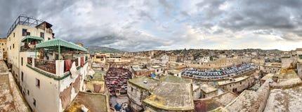 皮革厂在Fes摩洛哥宽全景 免版税库存照片