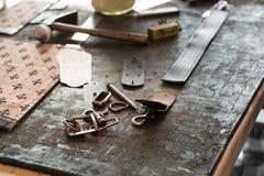 皮革和铁组分 库存图片