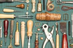 皮革工艺工具 图库摄影