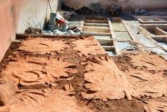 皮革干燥在传统皮革厂 马拉喀什 摩洛哥 免版税库存图片