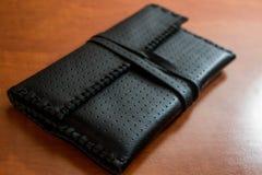 黑皮革烟丝袋 免版税图库摄影