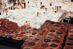 皮革皮革厂在菲斯,摩洛哥 库存图片