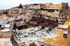 皮革皮革厂在菲斯,摩洛哥 库存照片