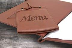 皮革菜单在餐馆 库存图片