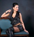 皮革衣物的性感的妇女 库存照片