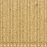皱纸板goffer纸纹理,明亮的概略的老被回收的goffered起皱的织地不很细空白的空的拷贝空间背景 免版税库存照片