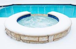 浴盆温泉在冬天 库存照片