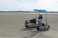 盐农用拖拉机 免版税图库摄影