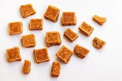 盐味的焦糖片和海盐 金黄奶油硬糖奶糖c 库存图片