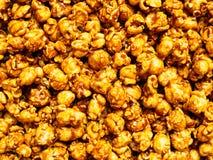 盐味的焦糖玉米花食物背景 库存图片