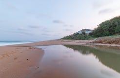 盐岩石海滩 免版税图库摄影