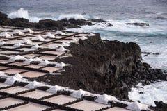 盐平底锅在丰卡连特角,拉帕尔玛岛,加那利群岛 库存图片