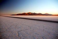 盐平面的日出 库存照片