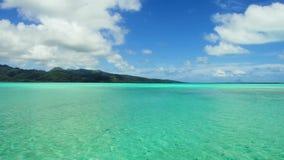盐水湖和山在法属波利尼西亚 股票视频