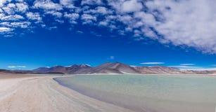 盐水湖撒拉族de talar圣佩德罗火山de阿塔卡马在智利 免版税库存图片
