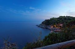 盐水湖的夜间视图在Lloret de 3月 免版税库存图片