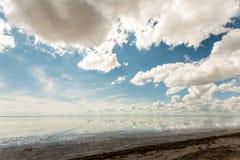 盐湖埃尔顿和反射 免版税库存照片