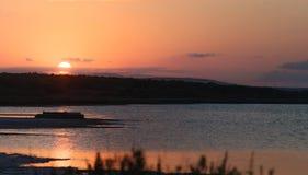 盐湖的日落 免版税库存照片